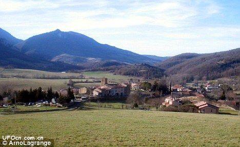 法国村庄引来无数UFO爱好者 军方介入调查