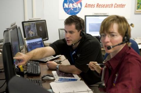 NASA官方图片 月球有外星人再引