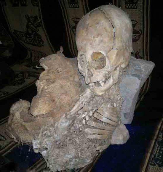 秘鲁巨头外星人干尸与水晶头颅神
