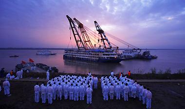 东方之星沉船救援 注定要载入历史的十个镜头
