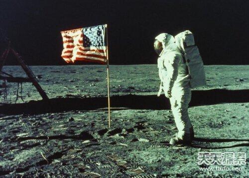 揭开人类首次登月内幕:途中遭遇神秘UFO